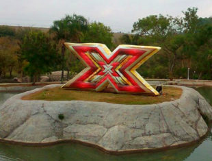Réplica e Displays Infláveis - X Factor